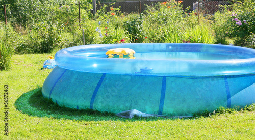 Leinwanddruck Bild Inflatable swimming pool in a garden