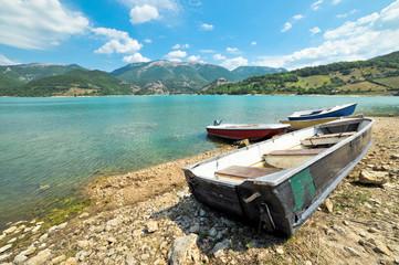 Barche sul Lago del Turano