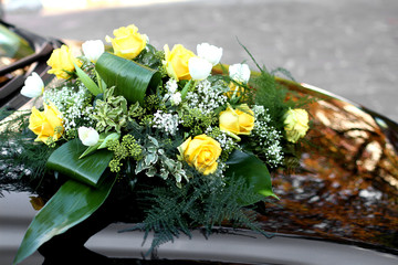 rosese and yellow flowers to decorate the bonnet of the car of t