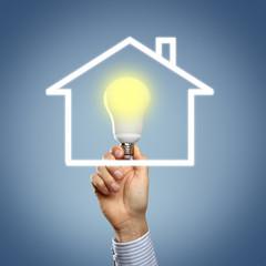 Energieeffizienz mit Hand und Lampe