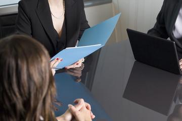 Geschäftsleute bei Besprechung