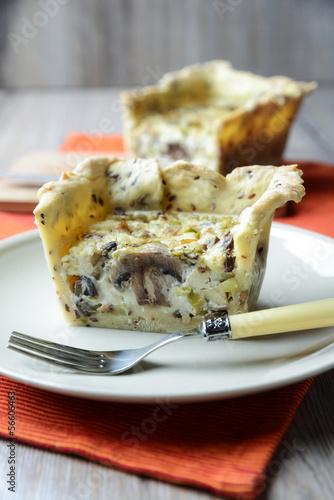 Vollkornquiche mit Champignons,Tofu und Lauchzwiebeln
