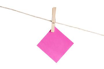 papel colgando con pinza
