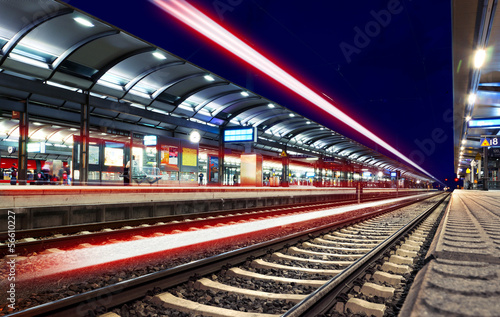 Lichter Lichtspuren Bahnhof nachts - Train Station Speed Lights
