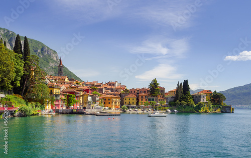 Fotobehang Alpen Colorful town Varenna seen from Lake Como