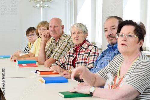 Leinwanddruck Bild Erwachsene im Klassenzimmer