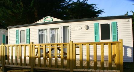 bungalow en camping, au lever de jour