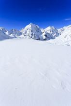 Les sommets enneigés des Alpes italiennes