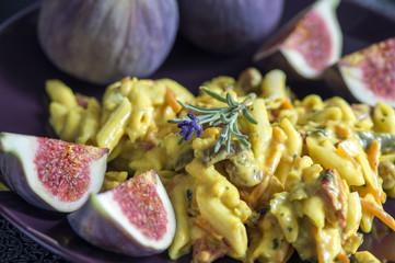 Geflügel-Currysalat mit Feigen