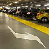 Fototapety geparkte Autos in der Tiefgarage