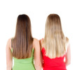 Zwei Mädchen mit langen Haaren von hinten
