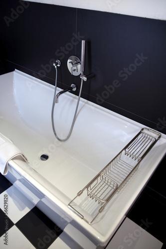 baignoire bain salle de bains maison hygi ne douche stock photo and royalty free images. Black Bedroom Furniture Sets. Home Design Ideas