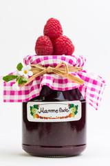 selbstgemachte Marmelade mit Himbeeren