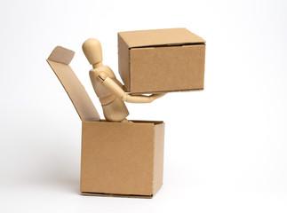 Manichino con pacco