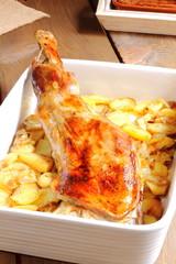 Paletilla de cordero asada con patatas