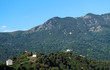 Corse, route et village perché