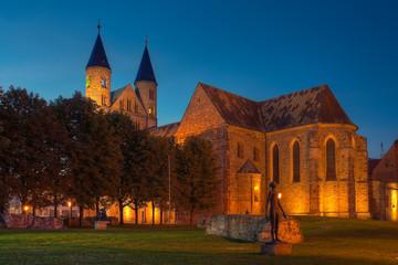 Blaue Stunde am Kloster