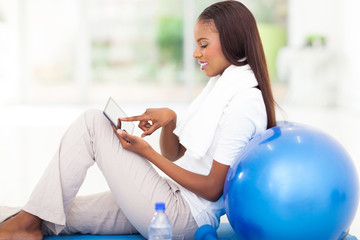 young african woman using tablet compter