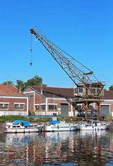 bateaux de tourisme et friche portuaire