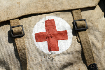 Trousse à pharmacie militaire