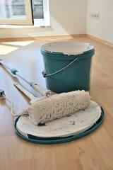 Malerwerkzeug auf der Baustelle