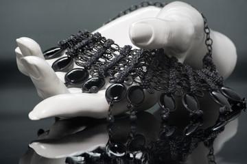 Collar de piedras negro