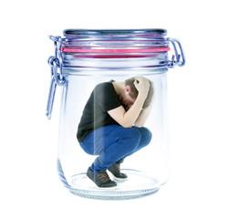 Teenager im Glas