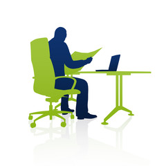 Geschäftsmann, Zeitung lesen am Arbeitsplatz / Silhouette