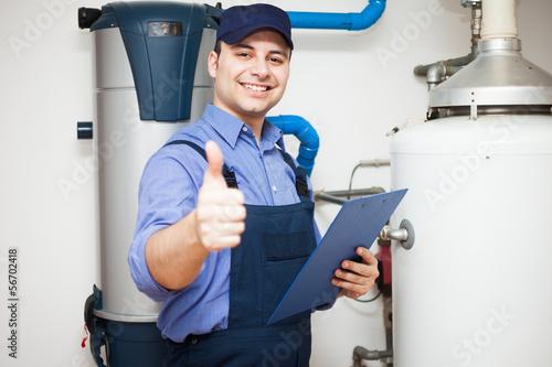Smiling plumber - 56702418