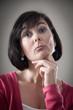 Frau mit arrogantem Gesichtsausdruck