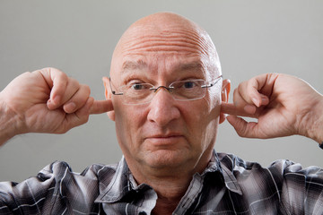 Gehörloser Mann