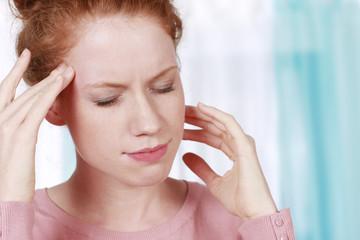 Frau mit Kopfschmerzen ,Migräne - woman with headache