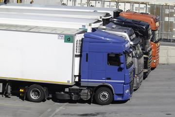 Camion al carico-scarico