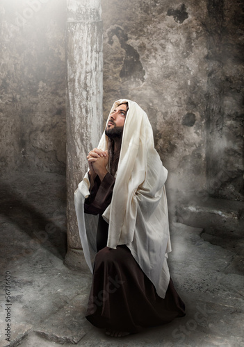 Jesus kneel in prayer