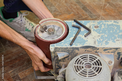 Worker fixing grinding machine for parquet polishing