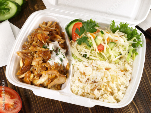 Döner Kebab mit Reis zum mitnehmen