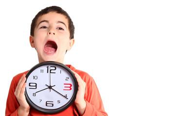 bambino con orologio