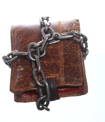 Empty wallet in chain - poor economy, end of spending