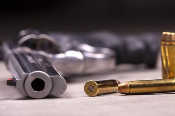revolver con proiettili