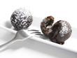 Schokolade-Chili-Knödel gefüllt mit flüssiger Schokolade