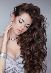 Wavy Hair. Beautiful Sexy Brunette Woman. Healthy Long Brown Hai