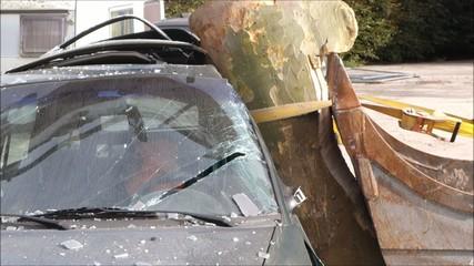 Zeitlupe Unfall mit Baum Anprallsituation