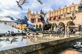 Wiele gołębi w starym mieście Krakowa.