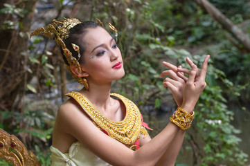 a beautiful lady in Kinaree dress