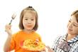 食事を楽しむ女の子