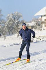 Langlaufen bei strahlendem Winterwetter