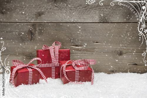 Gutschein für Weihnachten als Grußkarte in Rot mit Geschenk