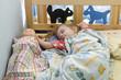 Девочка спит в кроватке с куклой