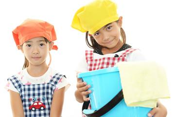 家事を手伝う女の子たち