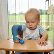 Kind trotzt Handicap durch Gips